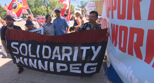 Winnipeggers rally to support postal workers
